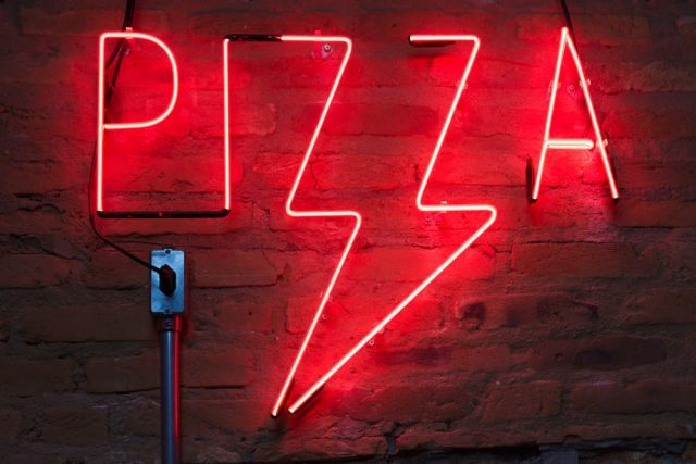 Pizza neon light signage