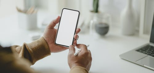 person using a Smappee app on a smartphone